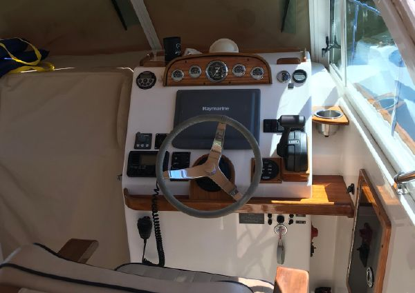 Hunt Yachts Surfhunter 29 image