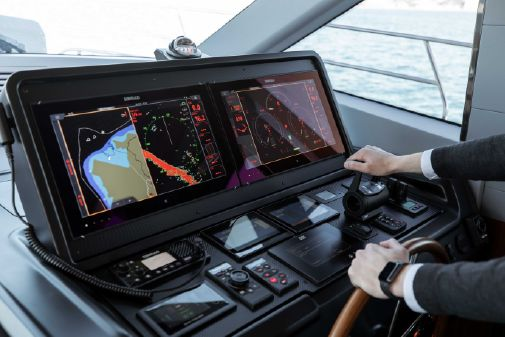 Greenline OceanClass 68 fly Hybrid image