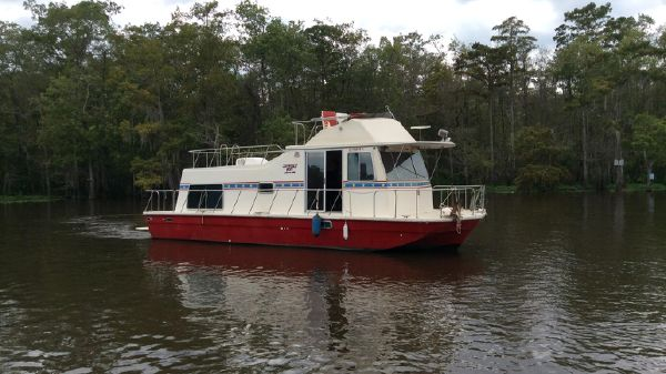 Harbor-Master 375 Flybridge Profile