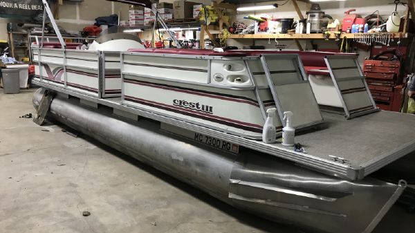 Crest 24ft Pontoon