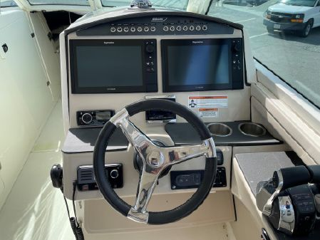 Boston Whaler Vantage 320 image