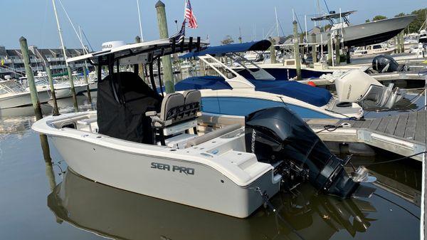 Sea Pro 239 Center Console