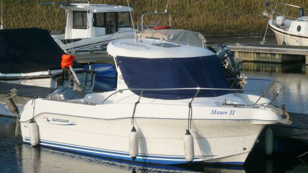 Quicksilver 640 Pilothouse Afloat