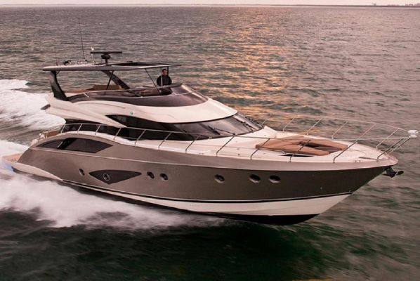 Marquis 630 Sport Yacht - main image