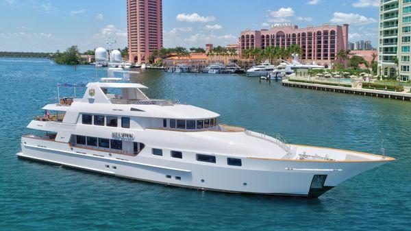 Trinity Yachts Trinity 142 Tri-Deck MY