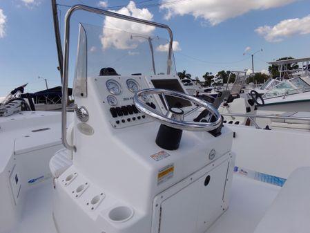 Sea Pro SV1900CC Bay Boat image