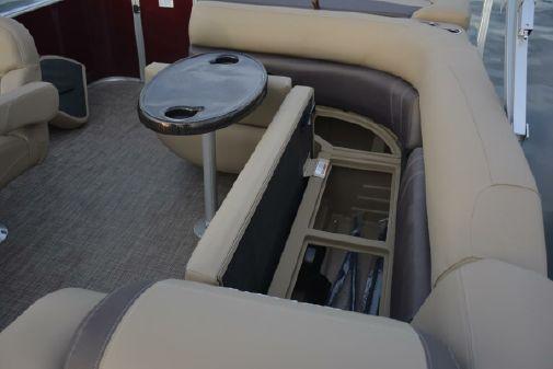 Sylvan Mirage 818 Cruise image