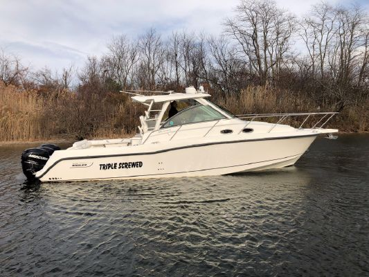Boston Whaler 345 Conquest - main image