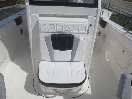 Robalo R272 CC image