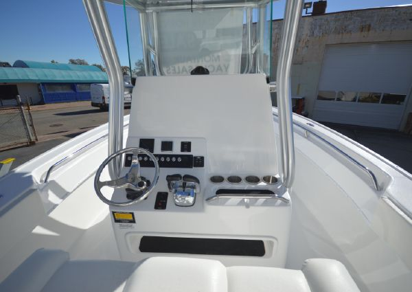 Cape Horn 27XS Center Console image