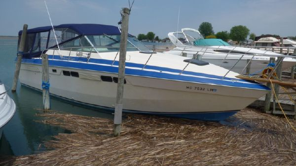 Chris-Craft 332 Commander