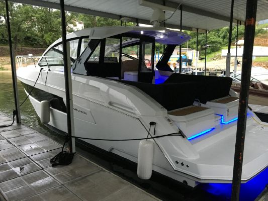Cruisers Yachts 390 Express Coupe - main image