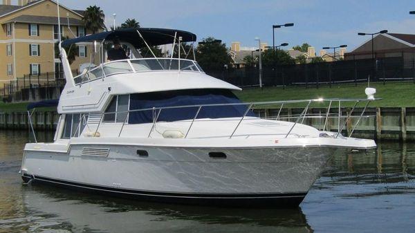 Carver 370 Voyager