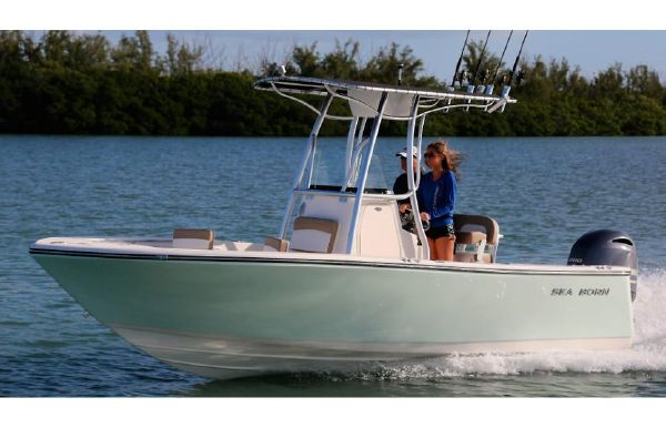 2020 Sea Born LX21 Center Console
