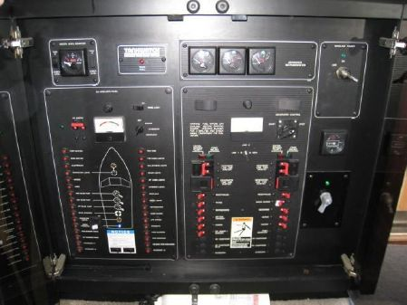Bayliner 3988 image