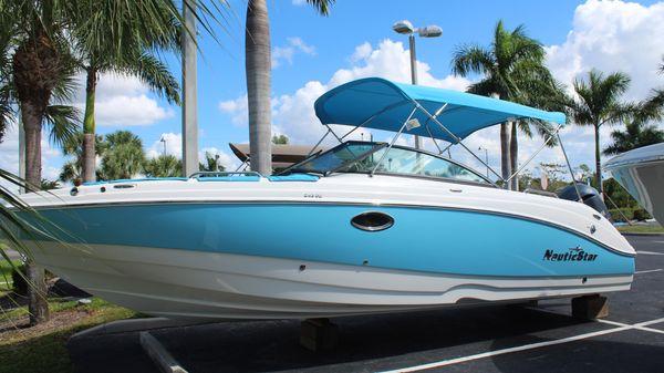 NauticStar 243 DC Deck Boat