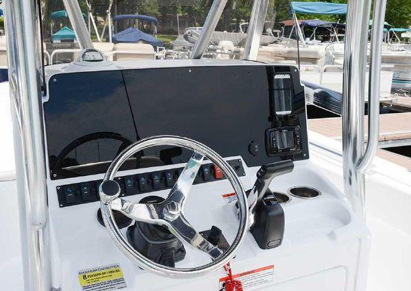 Sea Hunt Ultra 225 image