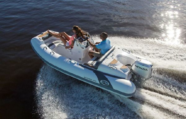 2021 Walker Bay Generation 400 DLX