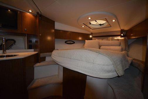 Cruisers Yachts 350 Express image
