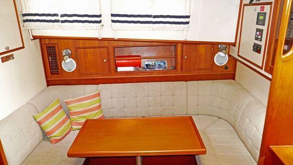 Grand Banks Eastbay 38 HX image