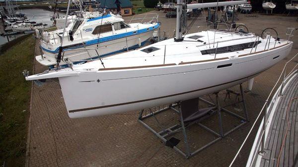 Jeanneau Sun Odyssey 389 Hard standing port