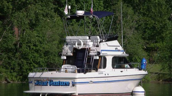Cruisers Yachts 29' Villa Vee