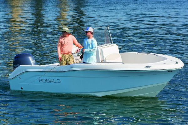 Robalo R180 Center Console - main image