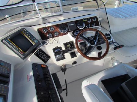 Sea Ray 440 Express Bridge image