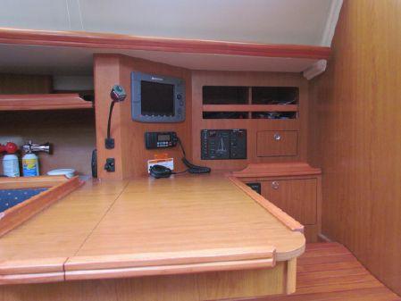Hunter 45 Deck Salon image