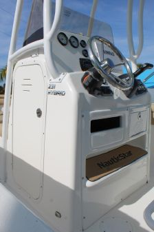 NauticStar 231 Hybrid image
