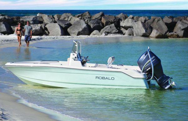 2018 Robalo R160 Center Console
