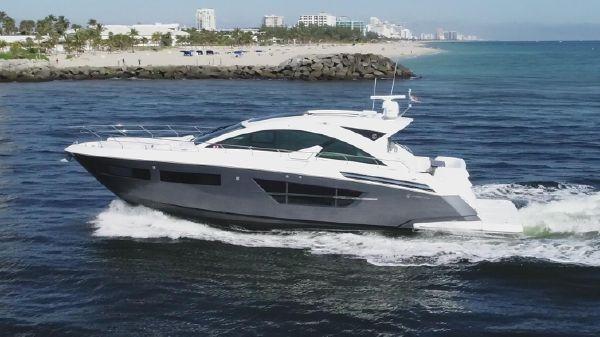 Cruisers Yachts Cantius