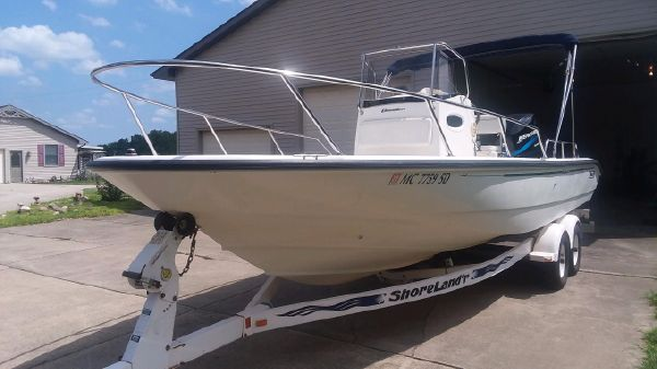 Boston Whaler Dauntless 22