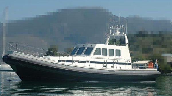 Twin Screw Pilot - Crew Boat Twin Screw Pilot - Crew Boat - At Anchor