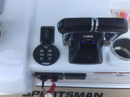 Sportsman Open 282 Center Console image