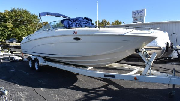 Rinker 272 Captiva Cuddy