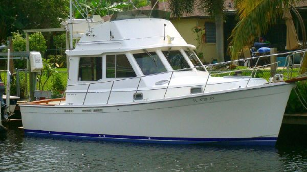 Cape Dory 30 Flybridge Profile