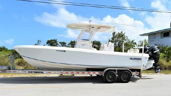 Blue Water 2550 Center Console