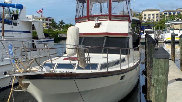 President Tri-cabin trawler