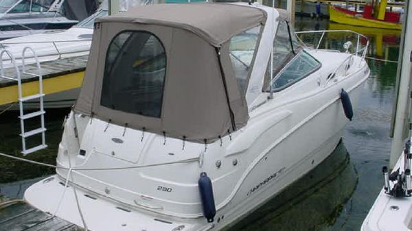 Chaparral 290 Signature Cruiser