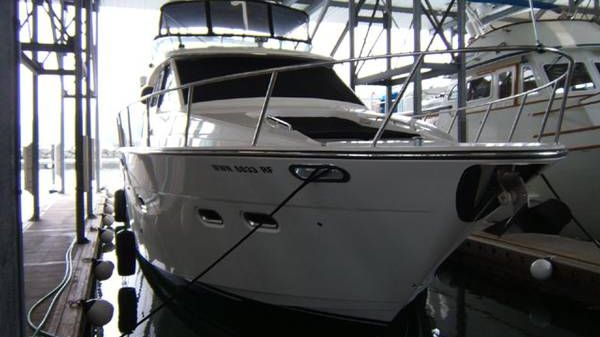 Bayliner Pilot House Motoryacht Photo 1