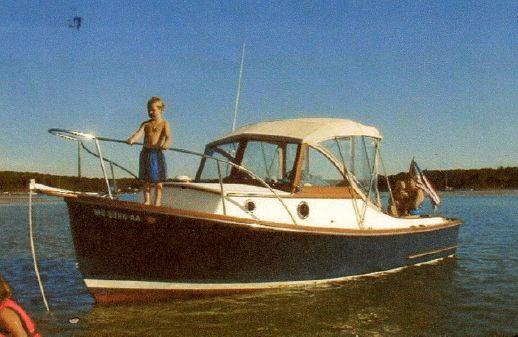 SISU 22 Bass Boat With Softtop image