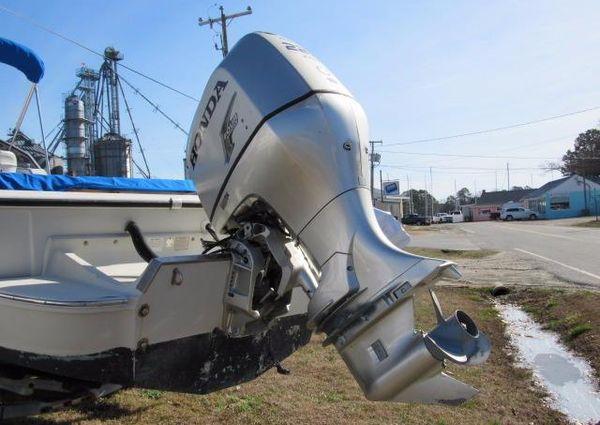Boston Whaler Revenge 25 image