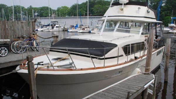 Chris Craft 410 Commander Exterior 1