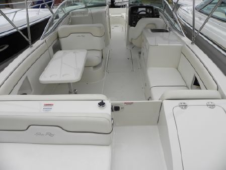 Sea Ray 290 Sundeck image