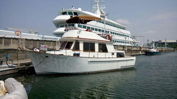 Marine Trader Cabin Cruiser
