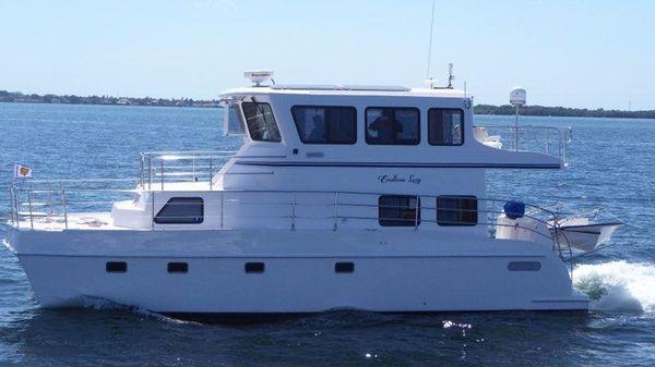 Endeavour Catamaran Trawlercat 40 Sky Lounge