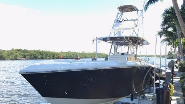 Bahama 41 FS Center Console Full View