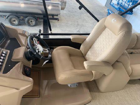 Crestliner 240 Rally DX CW image