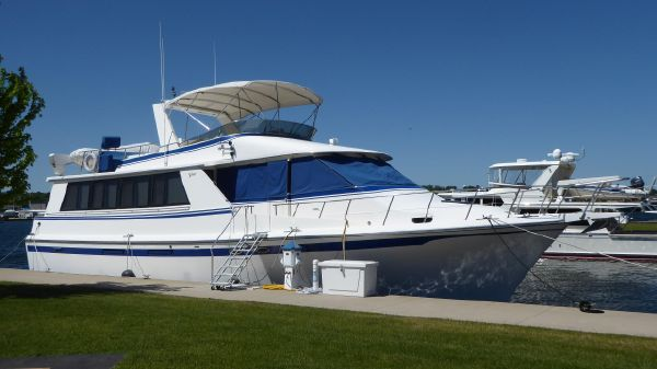 Vantare - Compare to Hatteras Flush Deck 58 Flush Deck Motor Yacht
